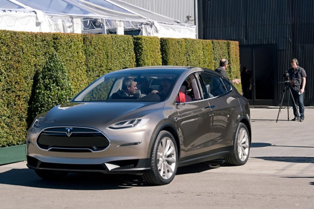 tesla model x le suv lectrique enfin d voil photos. Black Bedroom Furniture Sets. Home Design Ideas