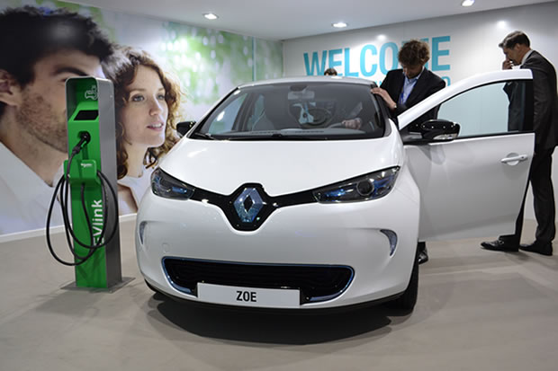 voiture electrique renault zoe occasion. Black Bedroom Furniture Sets. Home Design Ideas