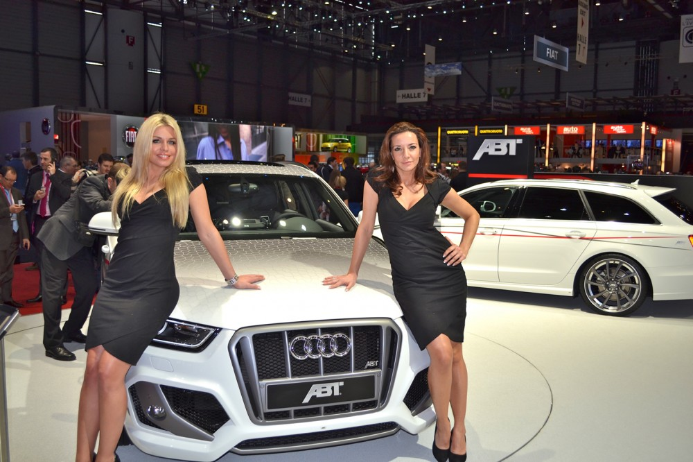 Photo de belles h tesses sur le stand d 39 abt au salon de for Salon geneve auto