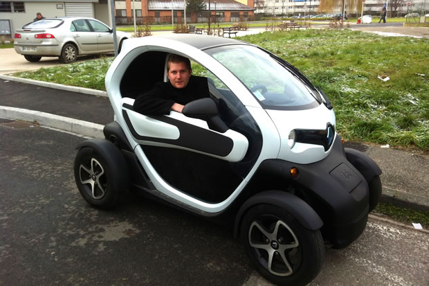 j ai test le renault twizy en hiver. Black Bedroom Furniture Sets. Home Design Ideas
