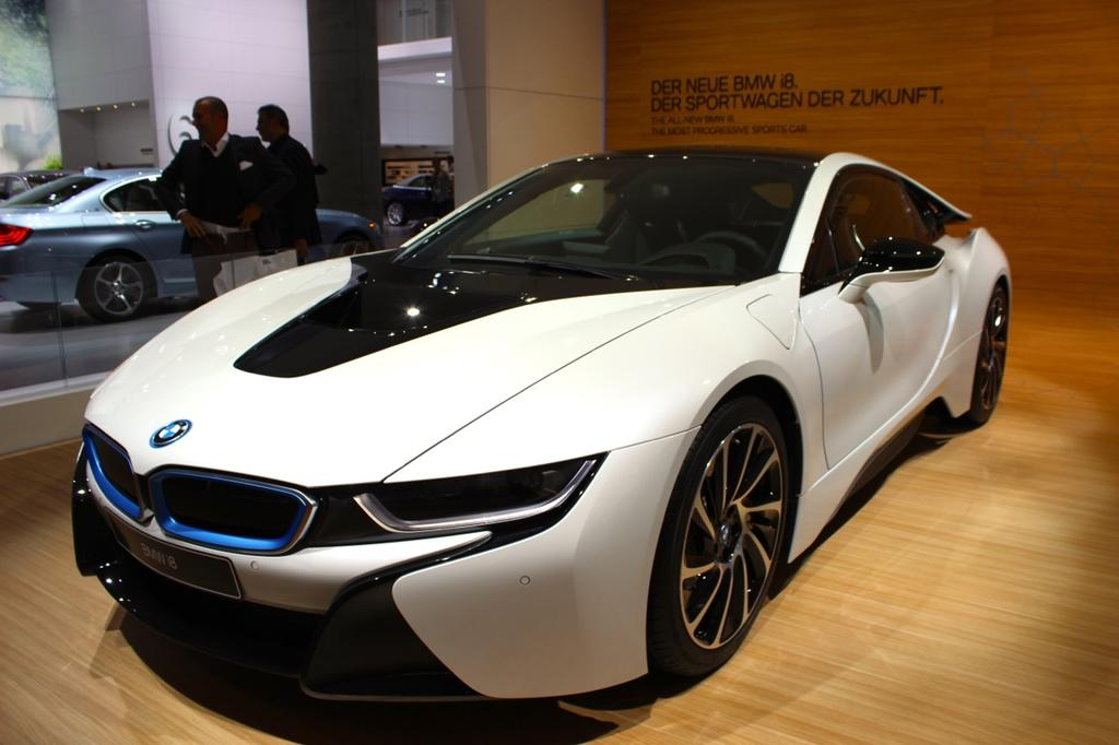 la bmw i8 se d voile au salon de francfort. Black Bedroom Furniture Sets. Home Design Ideas