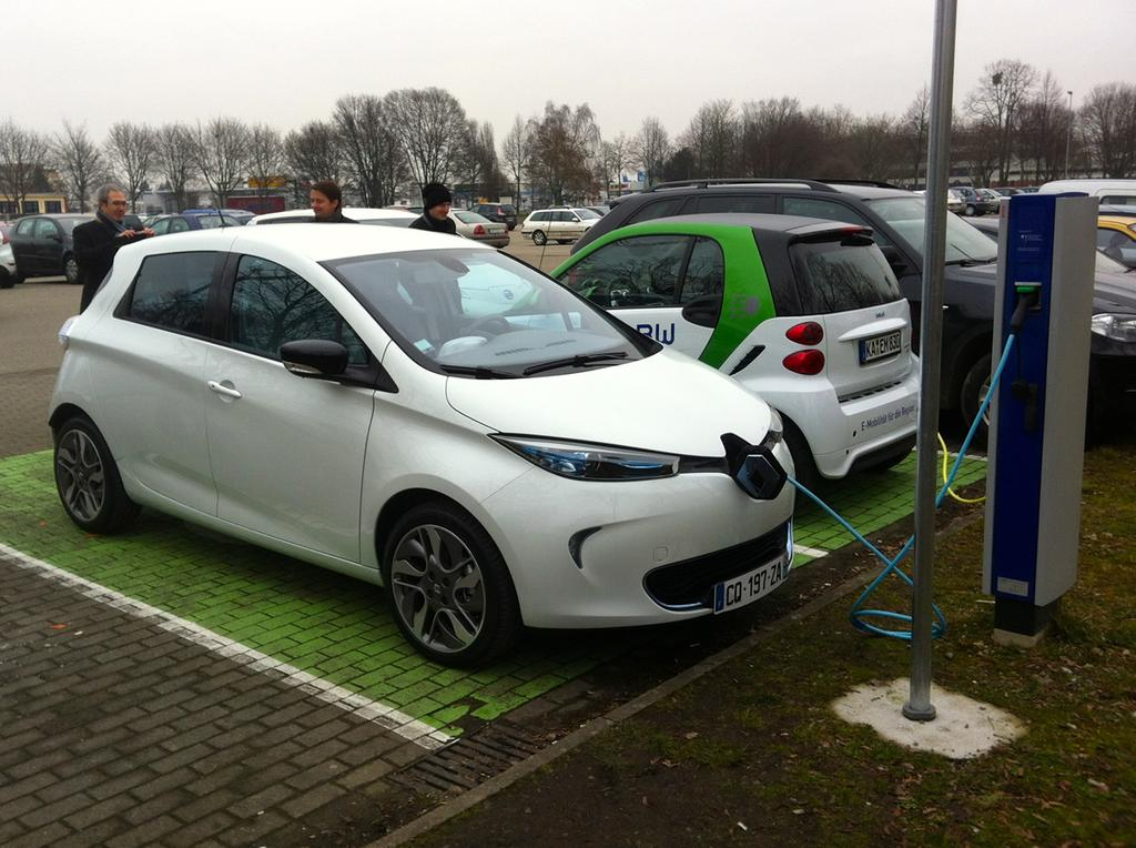 photo la renault zoe en charge acc l r e 22 kw. Black Bedroom Furniture Sets. Home Design Ideas