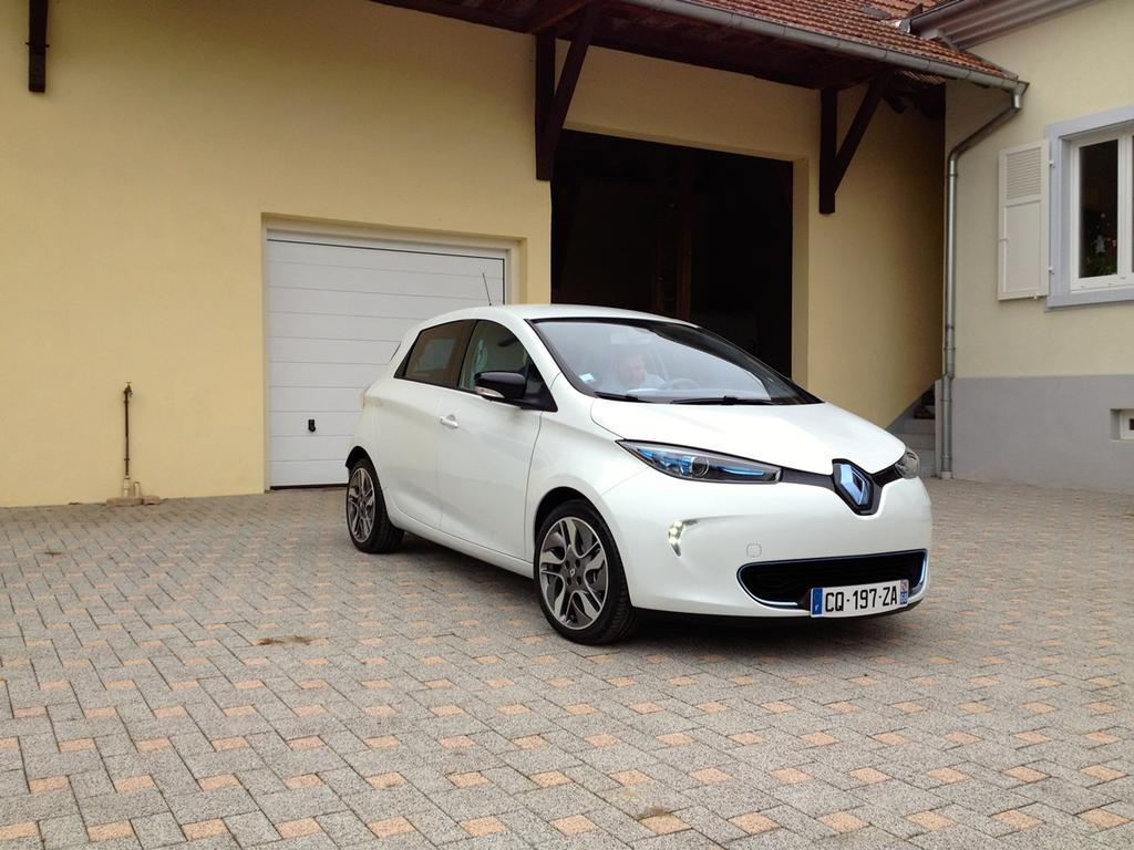 photo la renault zoe n cessite une wallbox pour la recharge domicile. Black Bedroom Furniture Sets. Home Design Ideas