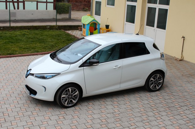 essai de la renault zoe 250 km en une journ e. Black Bedroom Furniture Sets. Home Design Ideas