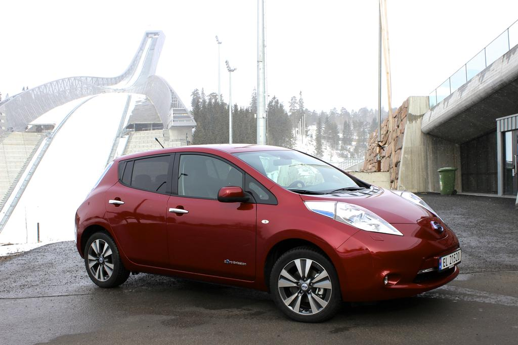 la nissan leaf 2 0 r compens e au grand prix auto environnement maaf. Black Bedroom Furniture Sets. Home Design Ideas