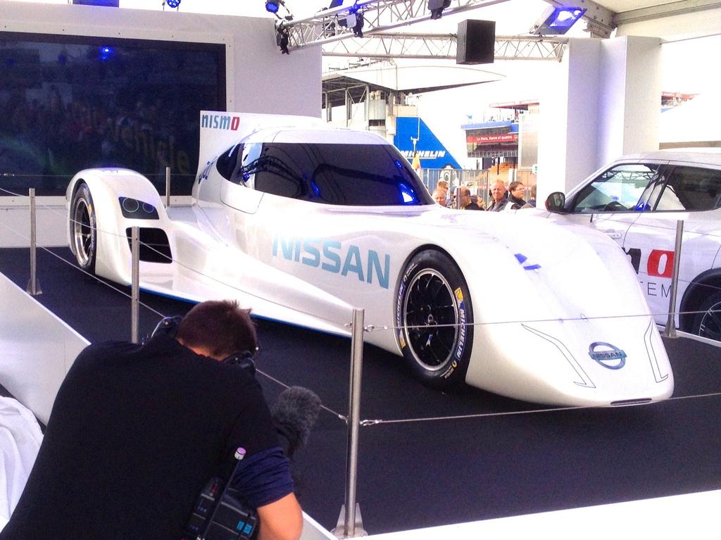nissan zeod rc la voiture lectrique pour les 24h du mans 2014. Black Bedroom Furniture Sets. Home Design Ideas