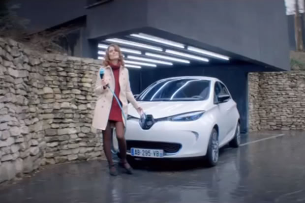 enfin un bon spot publicitaire pour la renault zoe. Black Bedroom Furniture Sets. Home Design Ideas