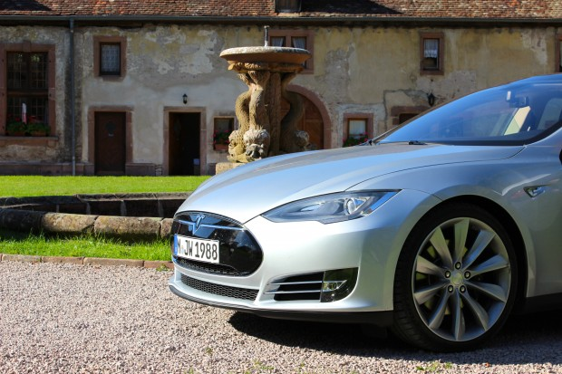 tesla model s plus ch re en occasion qu en neuf. Black Bedroom Furniture Sets. Home Design Ideas