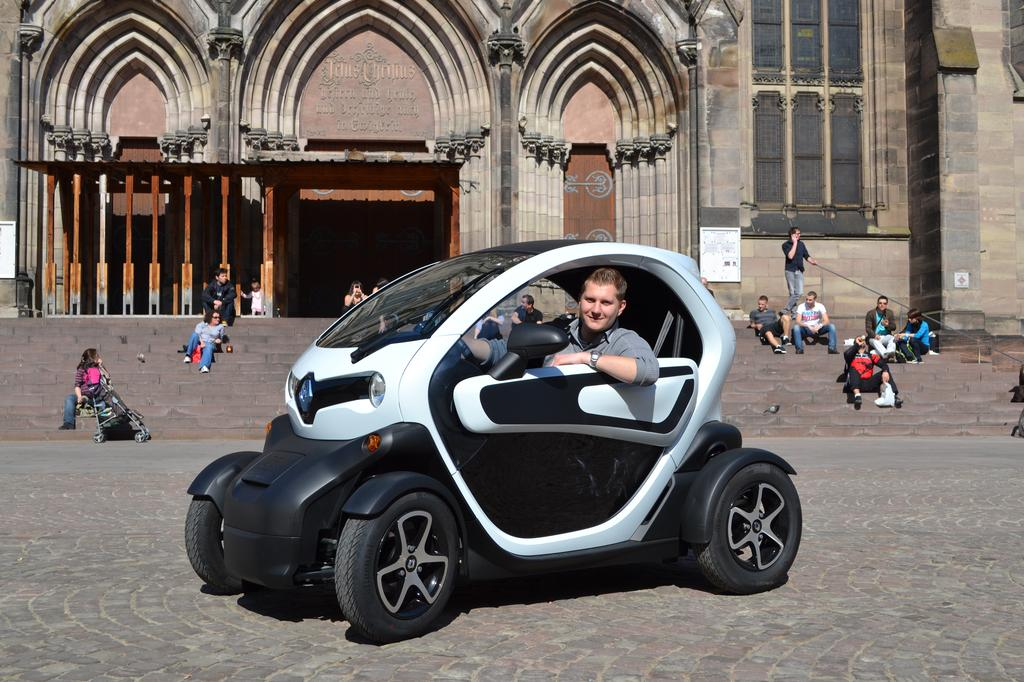 renault twizy vers un abandon de la location des batteries pour relancer les ventes. Black Bedroom Furniture Sets. Home Design Ideas