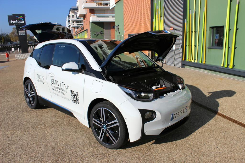 photo sous le capot de la bmw i3. Black Bedroom Furniture Sets. Home Design Ideas