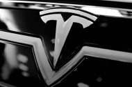 Suite aux incendies, Tesla renforce la Model S avec du titane