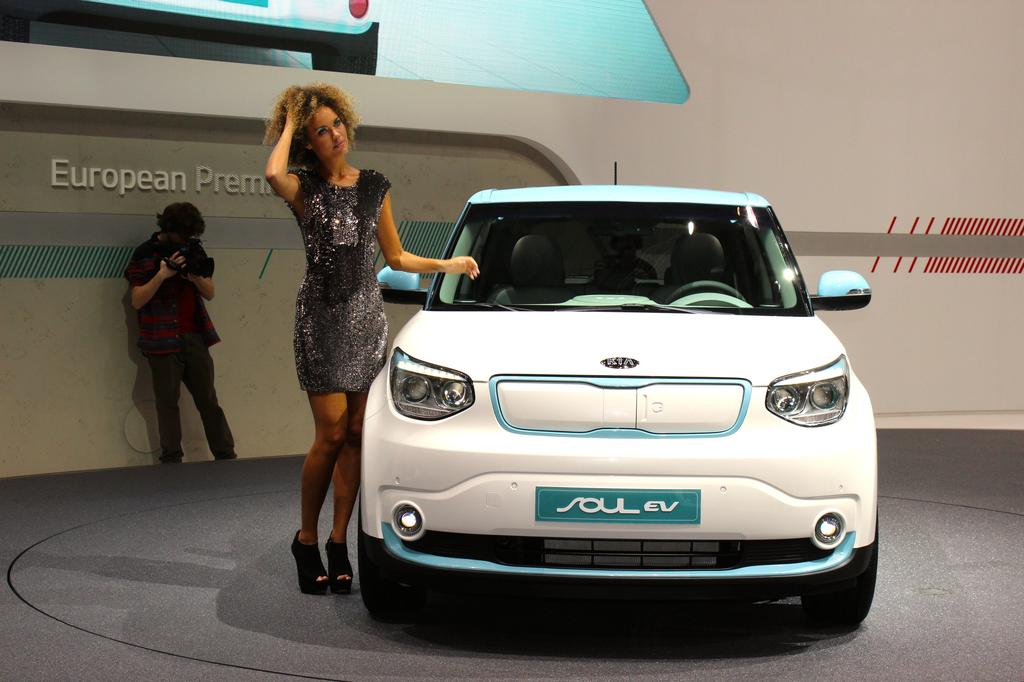 kia soul ev la voiture lectrique id ale pour les familles. Black Bedroom Furniture Sets. Home Design Ideas