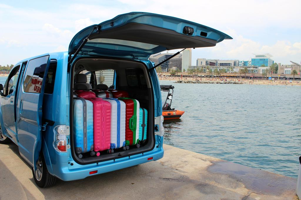 photo le grand coffre du nissan e nv200 evalia. Black Bedroom Furniture Sets. Home Design Ideas