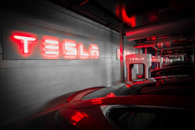 http://www.automobile-propre.com/wp-content/uploads/2015/01/tesla-supercharger-westfield-london_06.jpg