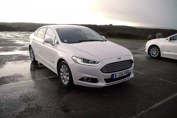 ford-mondeo-hybrid-double_face