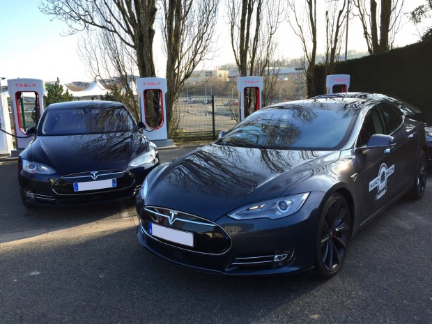 tesla-models-supercharger_03