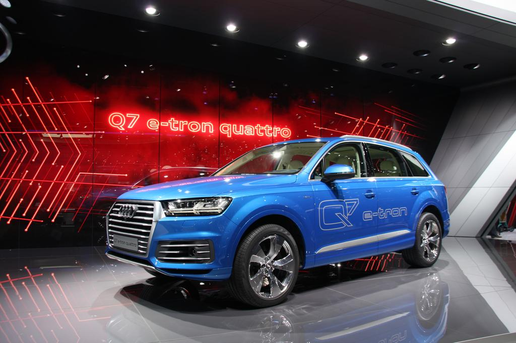 audi q7 e tron le suv hybride diesel plug in en direct du salon de gen ve. Black Bedroom Furniture Sets. Home Design Ideas