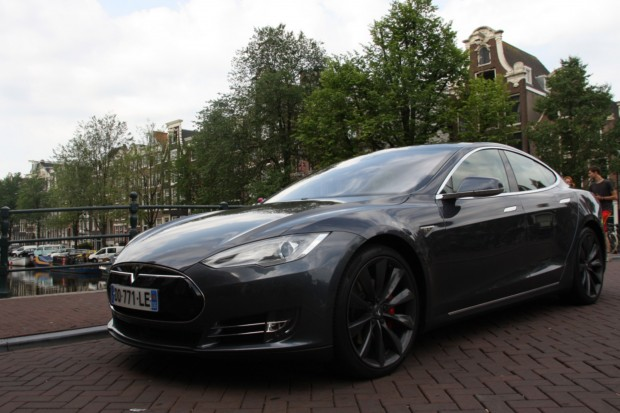 essai tesla model s de paris amsterdam en p85d. Black Bedroom Furniture Sets. Home Design Ideas