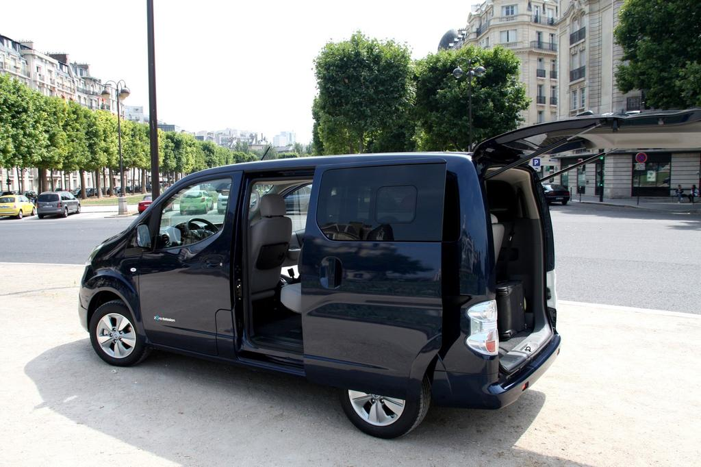 photo nissan e nv200 7 places 0007. Black Bedroom Furniture Sets. Home Design Ideas