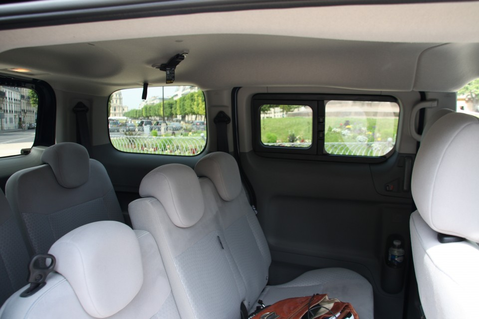 photo nissan e nv200 7 places 0014. Black Bedroom Furniture Sets. Home Design Ideas