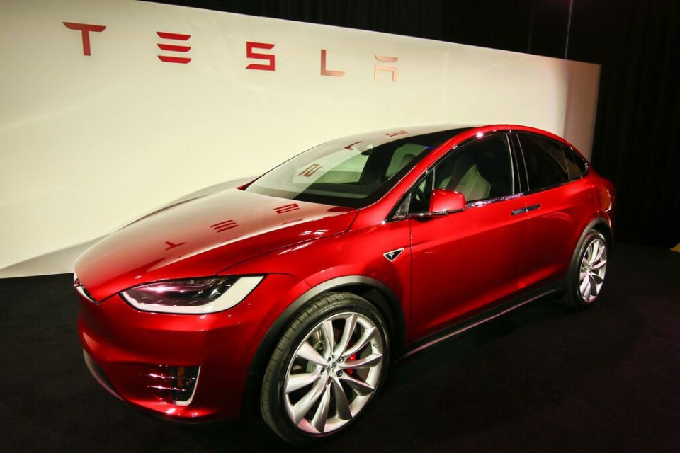 Photo tesla-model-x-red