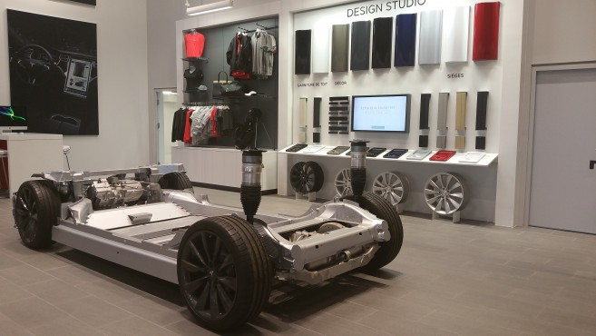 tesla inauguration d un service center chambourcy oh oui. Black Bedroom Furniture Sets. Home Design Ideas