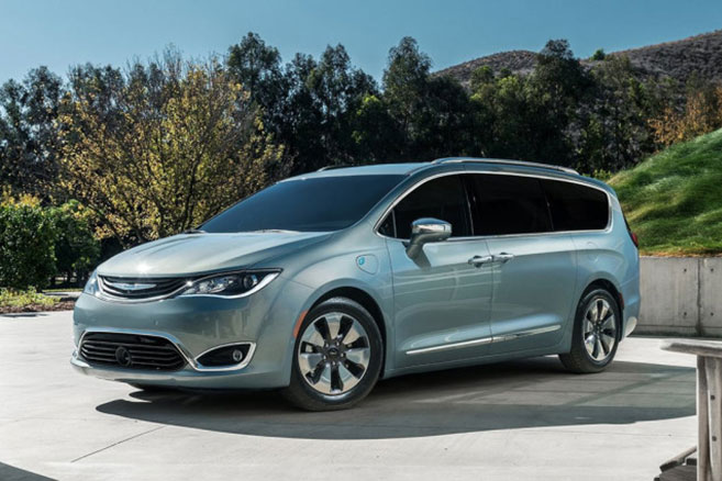 Chrysler Pacifica : un monospace hybride rechargeable à Détroit