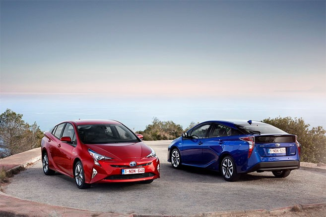 toyota prius 4 prix options de la nouvelle berline hybride. Black Bedroom Furniture Sets. Home Design Ideas