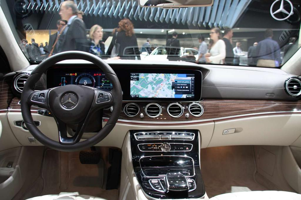 Photo l 39 int rieur de la mercedes classe e hybride for Mercedes classe m interieur
