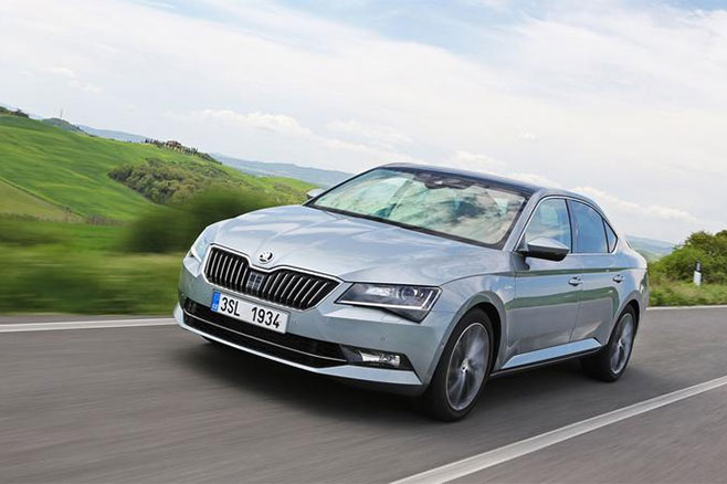 skoda la superb hybride rechargeable se pr cise. Black Bedroom Furniture Sets. Home Design Ideas