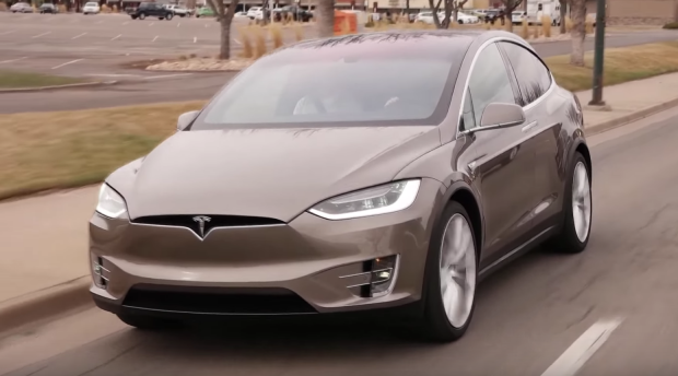 vid o le tesla model x en images. Black Bedroom Furniture Sets. Home Design Ideas