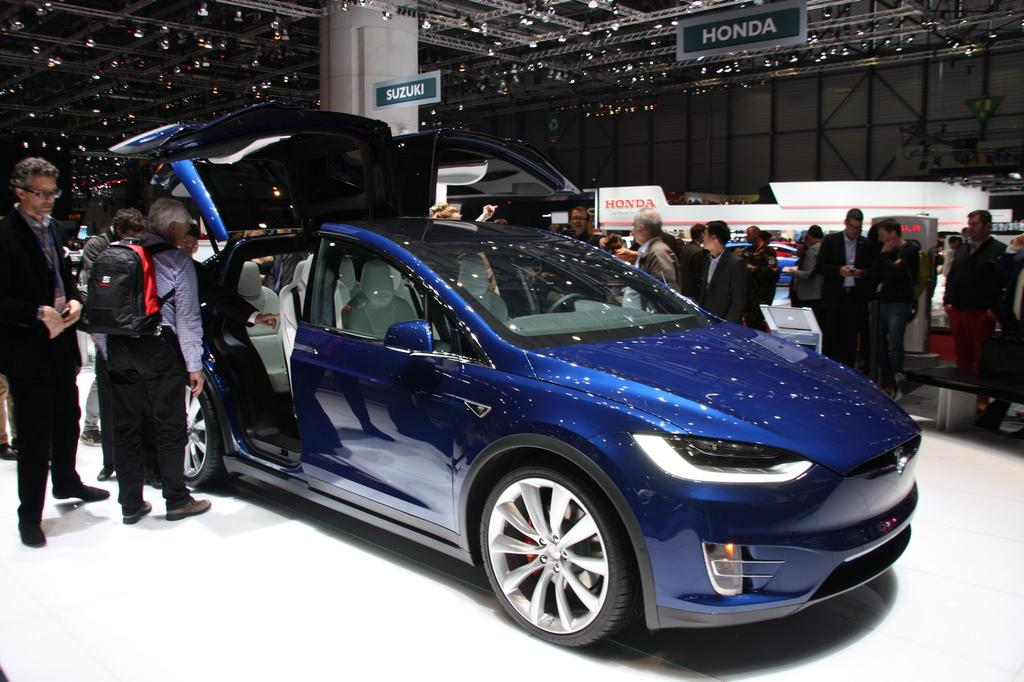 photo tesla model x salon automobile geneve 0016. Black Bedroom Furniture Sets. Home Design Ideas