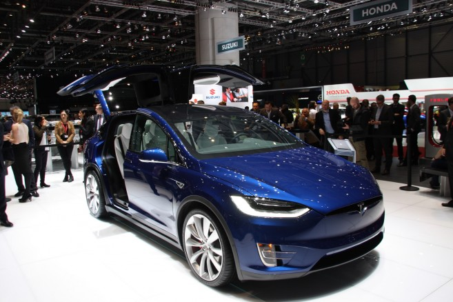 le tesla model x au salon de l 39 automobile de gen ve