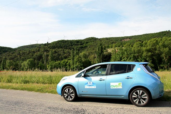 nissan-leaf-30-kwh-eolienne