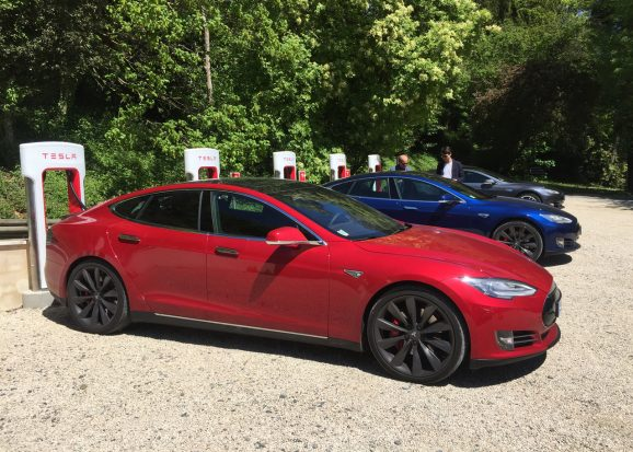 Officiel : les Superchargers de Tesla vont devenir payants