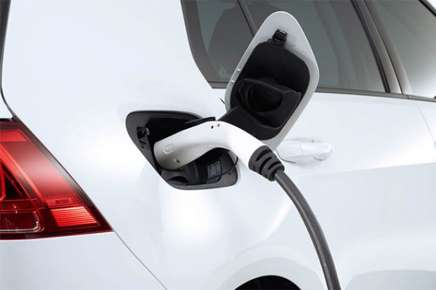 volkswagen-e-golf-charge