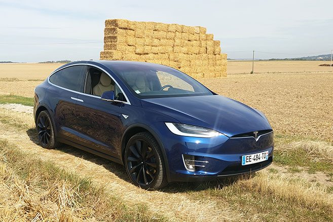 tesla model x essai d couverte en terre connue. Black Bedroom Furniture Sets. Home Design Ideas