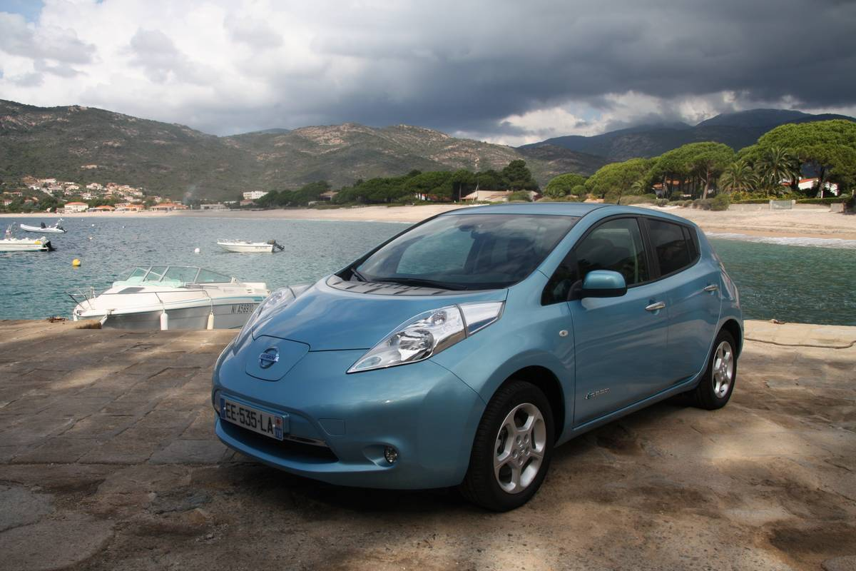 nissan leaf 30 kwh pr sentation et essai en vid os sur l ile de beaut. Black Bedroom Furniture Sets. Home Design Ideas