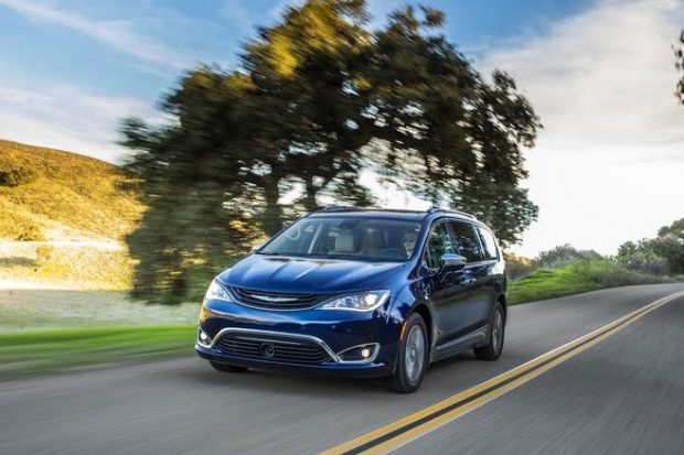 Chrysler Pacifica : le monospace hybride rechargeable entre en production