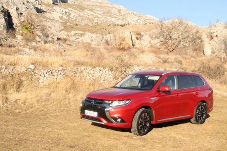 essai mitsubishi outlander phev 2017 subtiles volutions. Black Bedroom Furniture Sets. Home Design Ideas