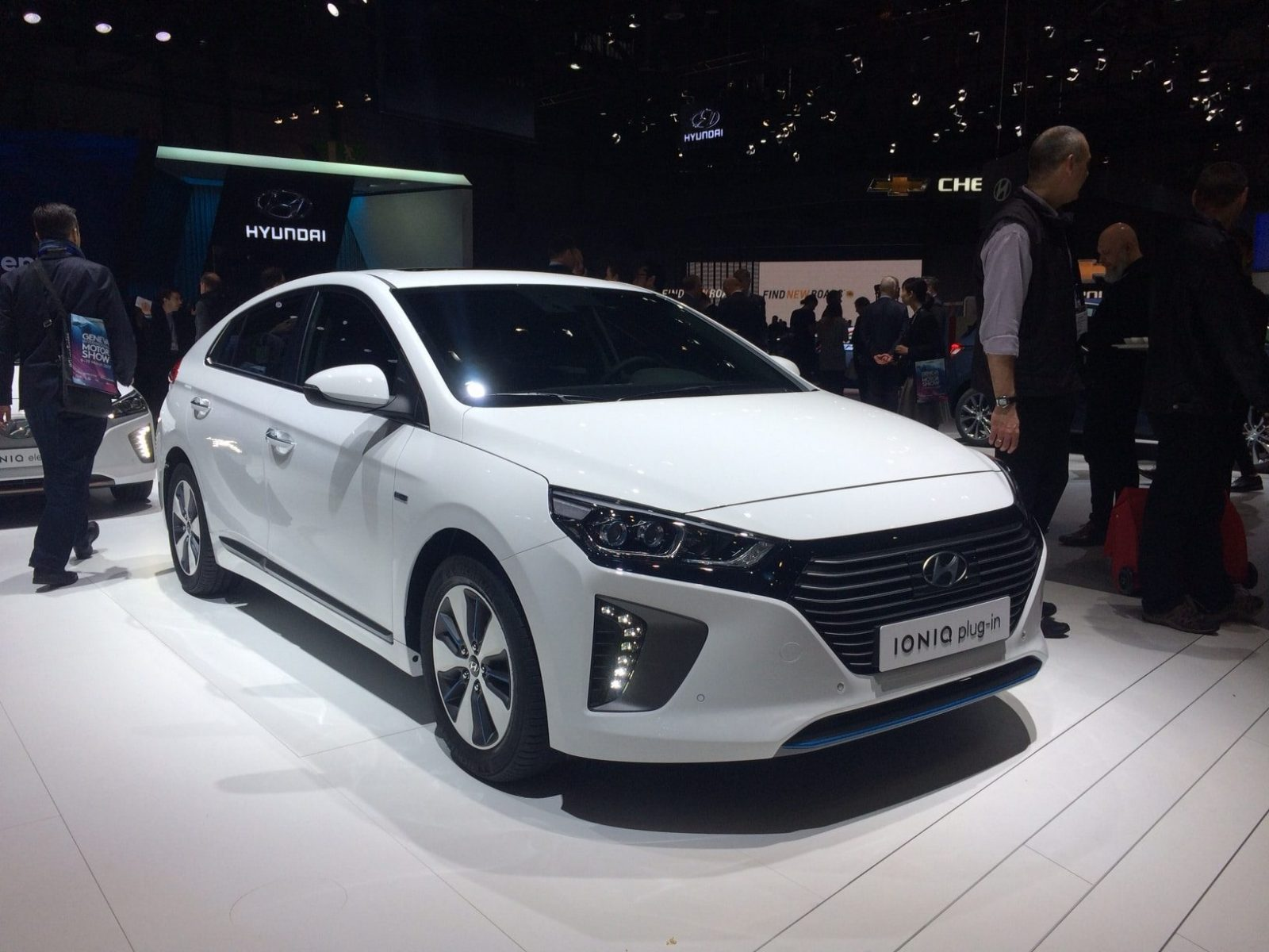 hyundai pr sente la ioniq plug in hybrid au salon de gen ve 2017. Black Bedroom Furniture Sets. Home Design Ideas