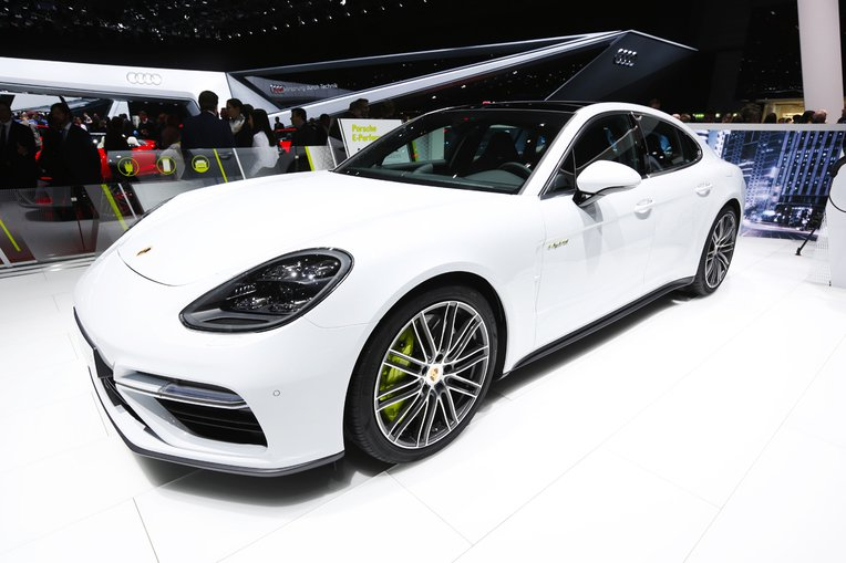photo porsche panamera hybride turbo geneve. Black Bedroom Furniture Sets. Home Design Ideas