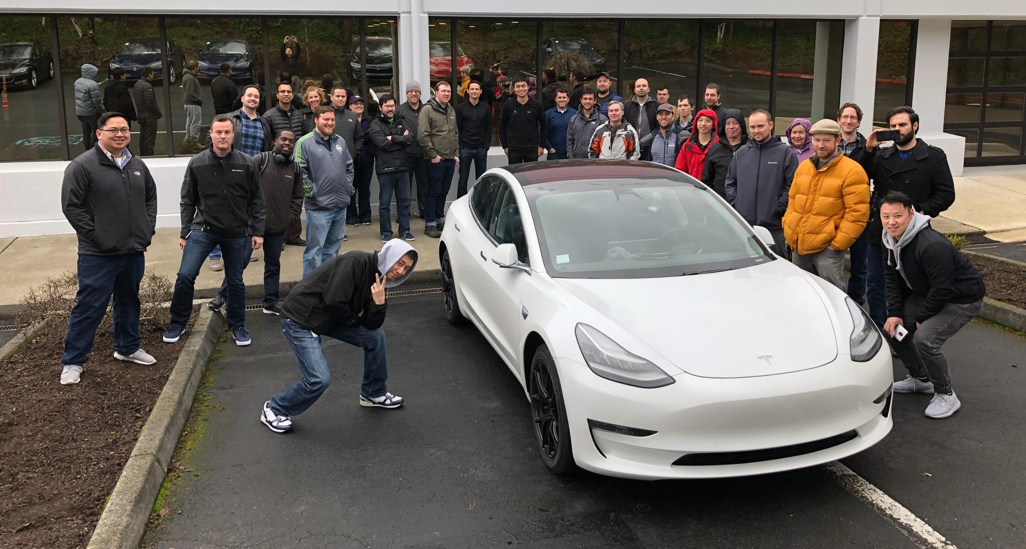 la tesla model 3 bient t de passage en france. Black Bedroom Furniture Sets. Home Design Ideas