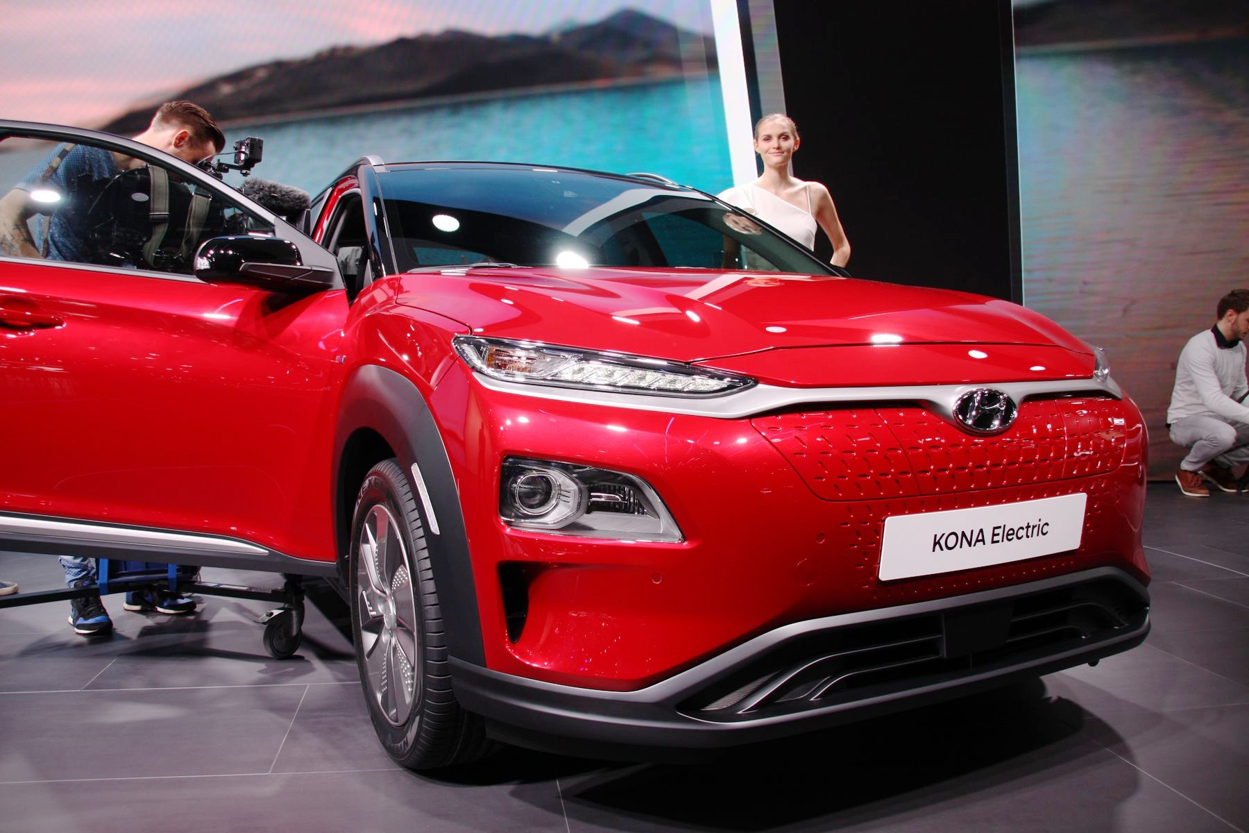 hyundai kona lectrique le suv grande autonomie d voil officiellement au salon de gen ve. Black Bedroom Furniture Sets. Home Design Ideas