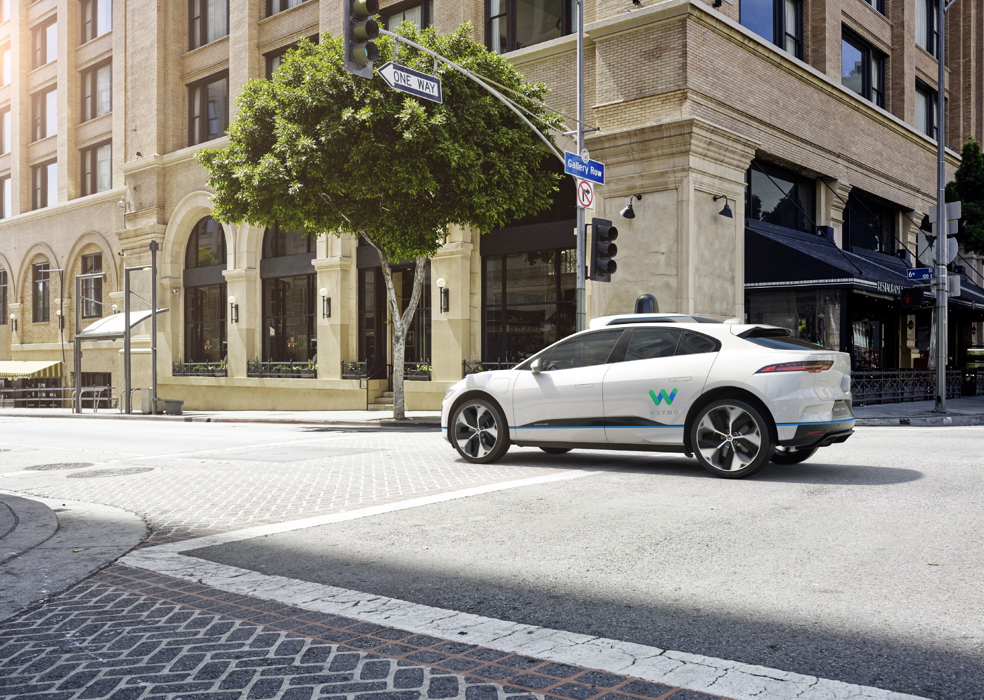 waymo veut int grer jaguar i pace sa flotte de voitures autonomes. Black Bedroom Furniture Sets. Home Design Ideas