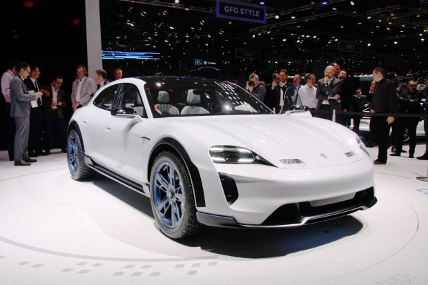 Porsche Mission E Cross Turismo : la surprise électrique du salon de Genève