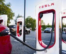 Le plus grand superchargeur Tesla d'Europe sera allemand