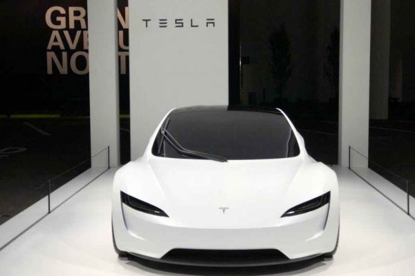 Le nouveau Tesla Roadster exhibé au salon Grand Basel