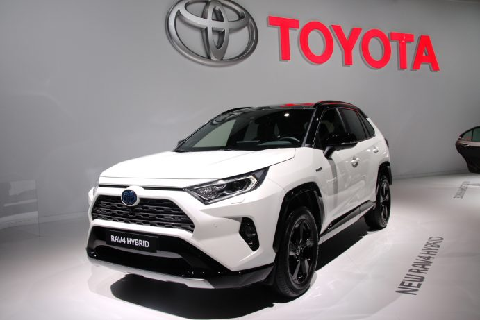 camry corolla rav4 les nouveaut s hybrides de toyota paris 2018. Black Bedroom Furniture Sets. Home Design Ideas