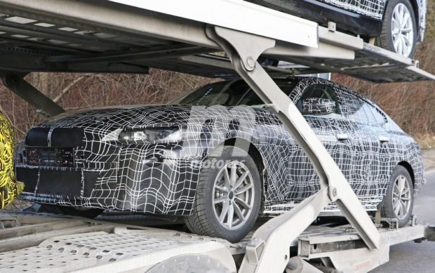 BMW i4 : la tueuse de Tesla surprise en cours de transport